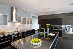 нержавеющая сталь на современной кухне