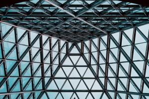 какие преимущества имеет нержавейка в сфере строительства и архитектуры